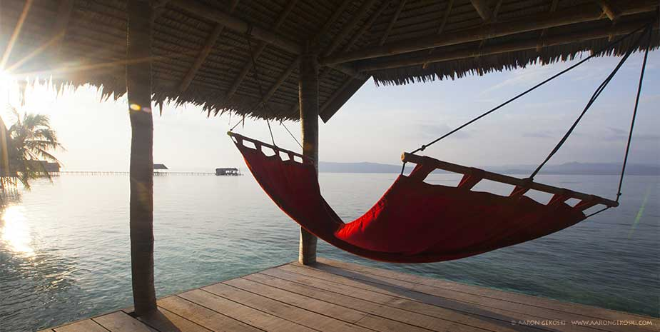Deluxe papuan cottage papua diving resorts raja ampat for Balcony hammock