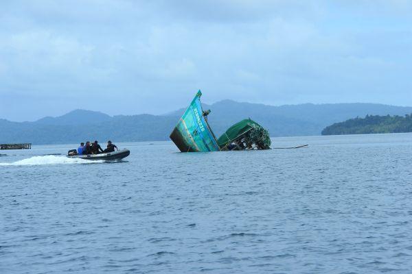 JThonakCI-Indonesia_11_boat-sinking